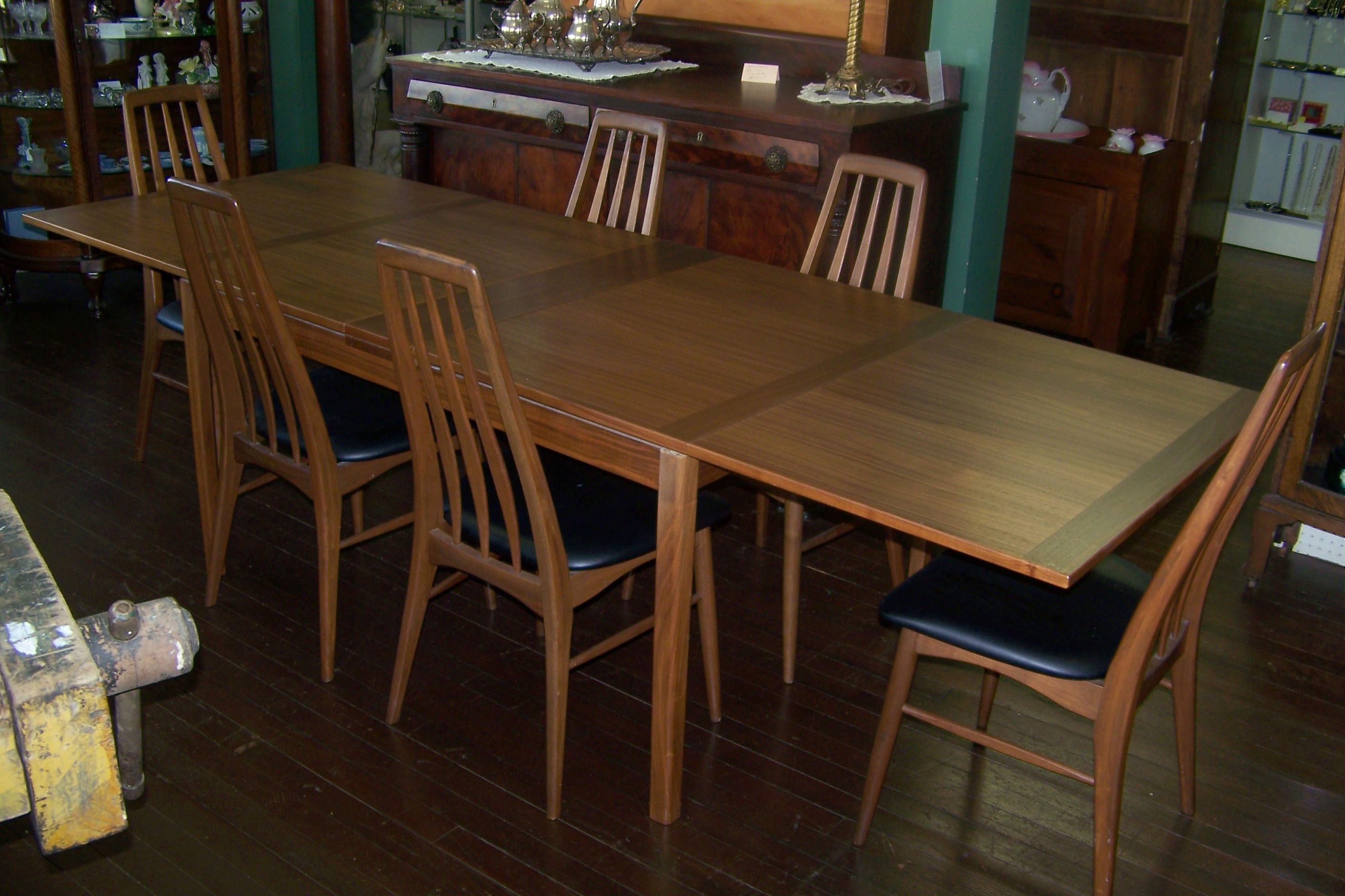 MID CENTURY MODERN TABLE CHAIRS