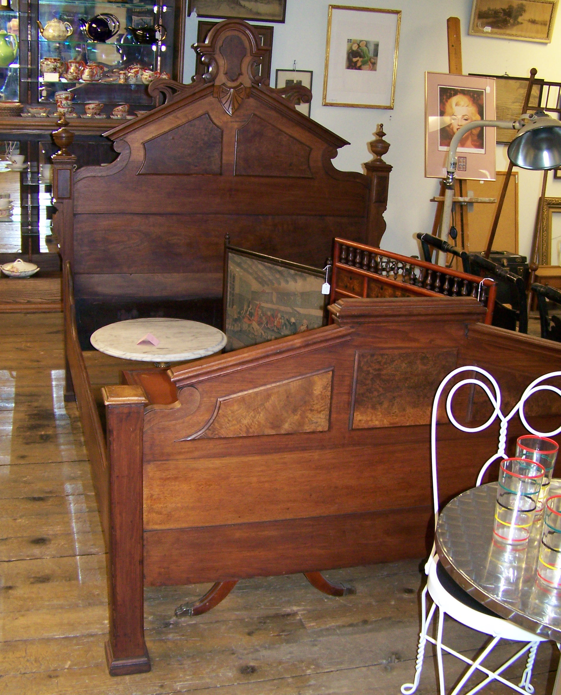 VICTORIAN WALNUT BED